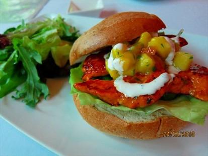 Focaccia sandwich -tandoori-spiced chicken fillet