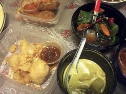 3 Flavoured Fish & Green Chicken Curry