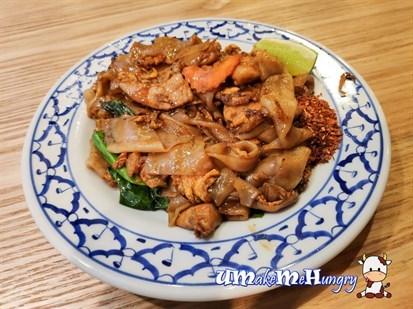 Thai Fried Kway Tiao with Kai Lan 泰式炒粿条 - $6