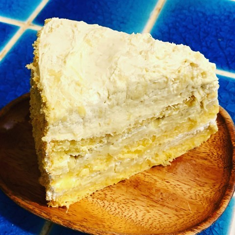 Soft fluffy cake layers generously filled with pure Mao Shan Wang durian & light cream. As if that wasn't enough, further topped it off with more Mao Shan Wang durian & lightly coated with a soft cake crumb.
